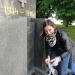 Fotoreport - okrašlování pomníku v Přívoze 28. 5. 2013