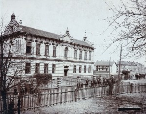 X C 4 Chlapecklá škola čís. pop. 95 vystavena v r. 1895 List 1