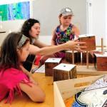 Dům umění nabízí dětem v létě volně přístupnou výtvarnou dílnu