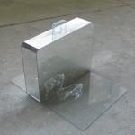 Sochařka Šárka Mikesková, která pro okrašlovací spolek vytvořila několik pamětních desek, vystavuje v ostravském Platu